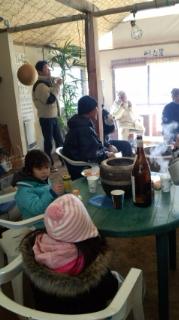 井戸端会議に出席